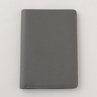 BARNEYS NEW YORK(バーニーズ ニューヨーク)パスポートケース
