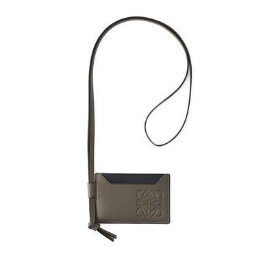 LOEWE(ロエベ)ネックストラップ付きカードケース